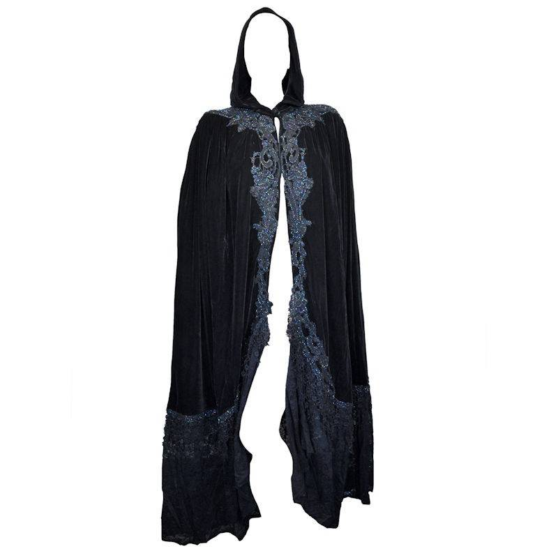 Velvet Cape Victorian Vintage Maiden in Black