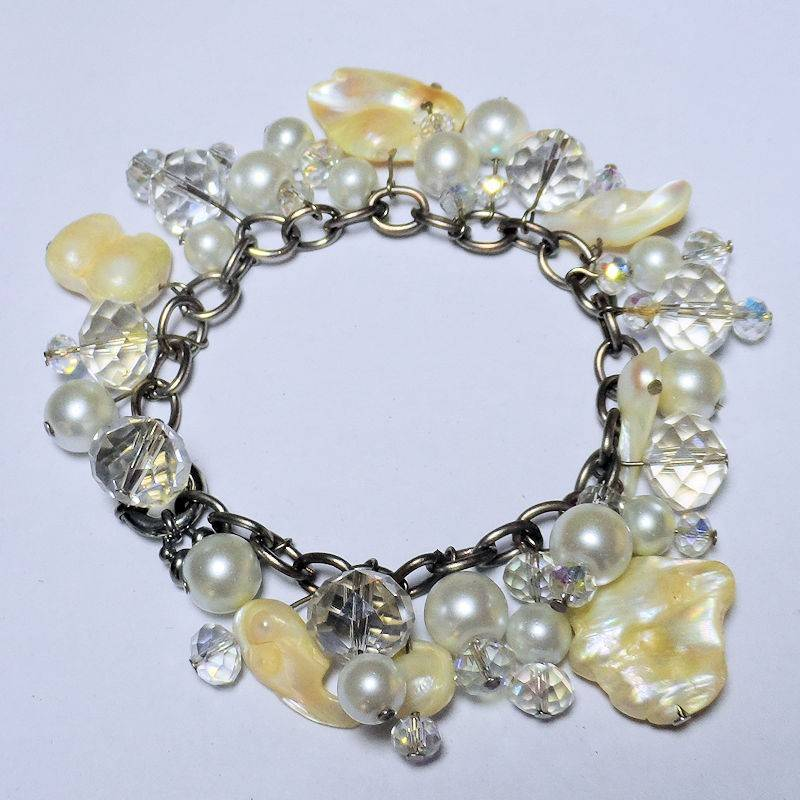 Bracelet Charming Mother of Pearl, Shells and Sparkling Crystals